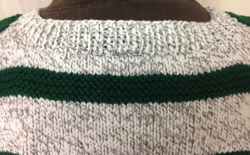 Finished collar of the sweater
